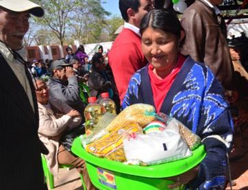 Una de las Beneficiadas con la canasta alimentaria en Villa Montes.